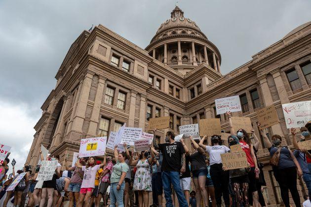 La loi anti-avortement au Texas rétablie par la justice (Photo d'une manifestation pro IVG devant...