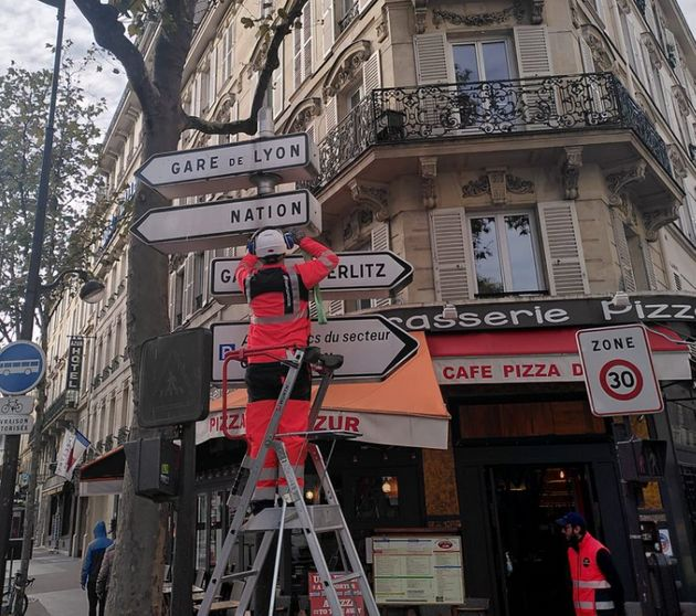 À Paris, imbroglio autour de la suppression des panneaux de signalisation