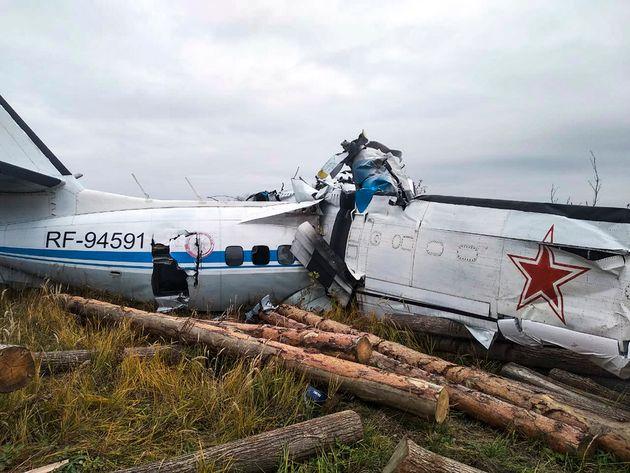 Un crash d'avion fait 16 morts dans le centre de la Russie (Photo prise par Ministry of Emergency Situations press service via AP)