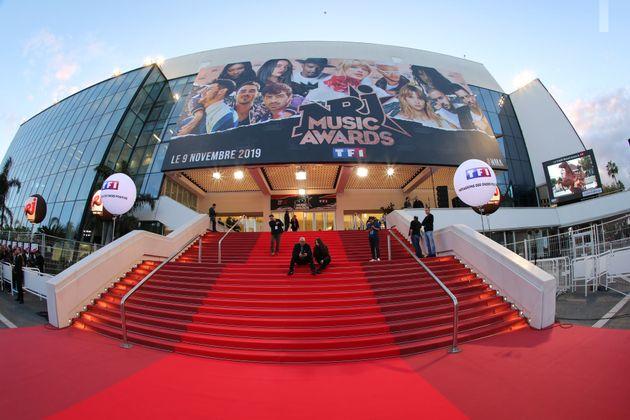 Le tapis rouge de la 21e édition des NRJ Music Awards le 9 novembre 2019, au Palais des festivals...