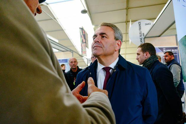 Xavier Bertrand photographié au sommet de l'élevage à Clermont-Ferrand (Photo by...