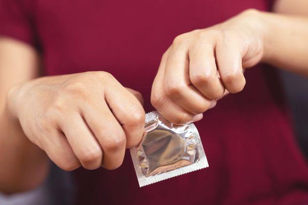 Une association veut rendre obligatoire des messages relatifs au consentement sur les préservatifs. (photo d'illustration)