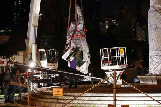 Estatua de Colón retirada en julio de 2020 del Grant Park, en Chicago,