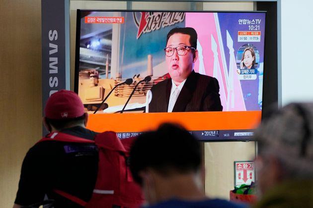 «Ανίκητες ένοπλες δυνάμεις» υπόσχεται να φτιάξει ο Κιμ Γιονγκ