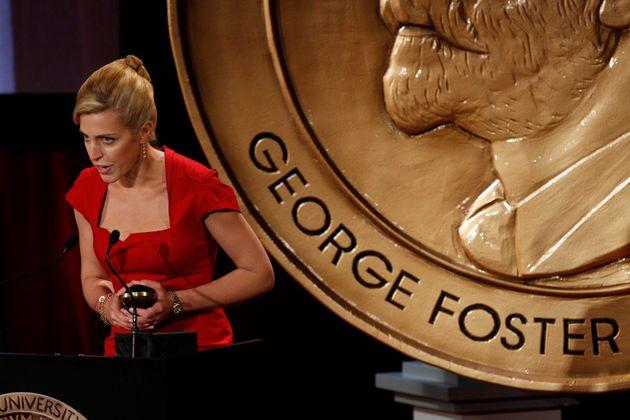 Clarissa Ward, recibiendo el premio Peabody por su labor como corresponsal, en una imagen de