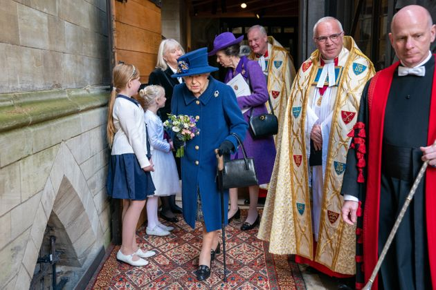 Esordio con il bastone in pubblico per la Regina Elisabetta