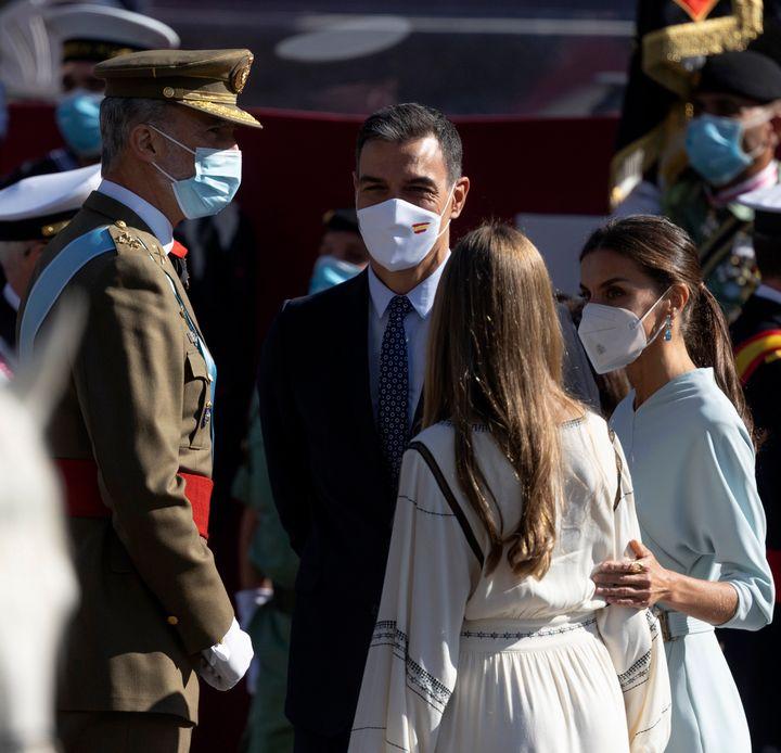 Los reyes y la infanta Sofía, junto a Pedro Sánchez.