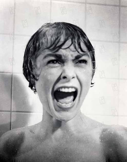 Janet Leigh dans la scène mythique de la douche dans