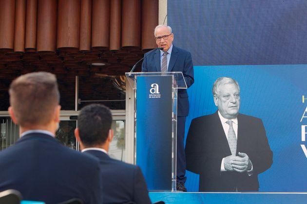 El ex vicepresidente del Gobierno Alfonso Guerra, durante el acto de la nueva denominación del Hogar...