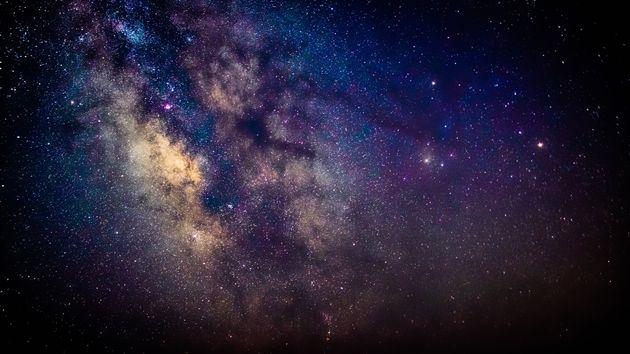 Des signaux inconnus dirigés au centre de la Voie lactée, la galaxie de la Terre, ont été détectés par des astronomes.