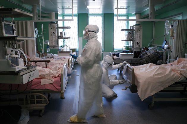 Trabajadores sanitarios en un hospital de