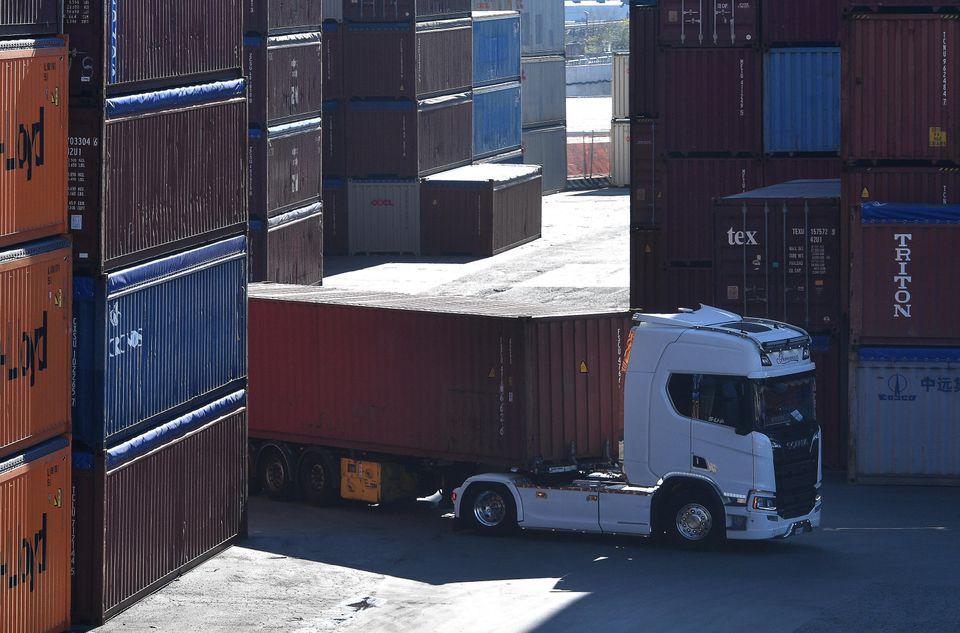Il trasporto dei container al porto di Genova, 13 ottobre