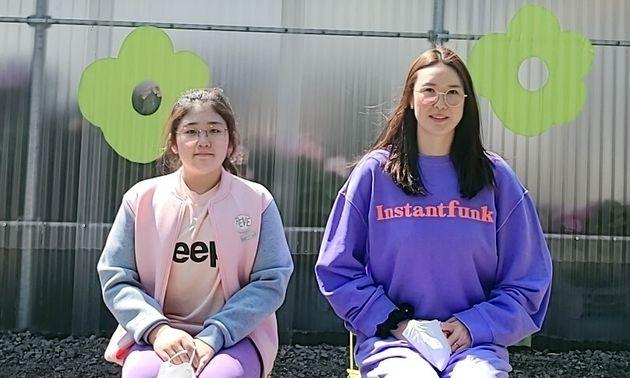 한국도로공사 정대영(오른쪽)과 엄마를 따라 배구 선수의 길을 가고 있는 딸