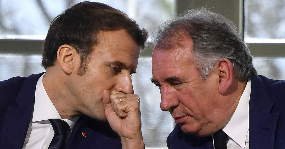 """L'équipe Macron a """"trahi"""" Bayrou en 2017 et tenté de l'acheter, affirment les journalistes Davet et Lhomme"""