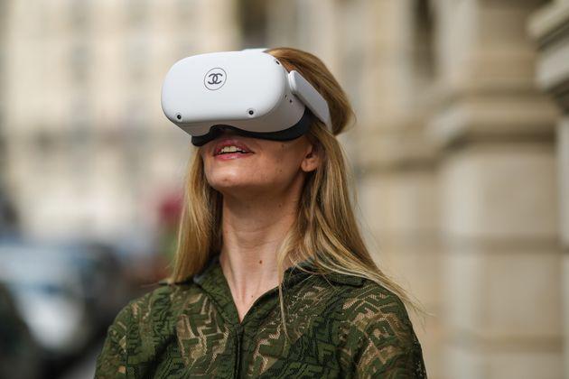 Oculus Quest 2 est un casque de réalité virtuelle créé par Oculus, une marque de Facebook.Successeur de l
