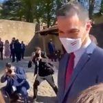 El vídeo viral de lo que le pasó a Sánchez al acercarse a un grupo de gente llega al