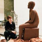 Artiste française vivante la plus cotée, Claire Tabouret cultive son