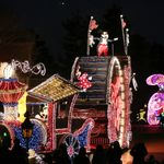 """東京ディズニーランドでエレクトリカルパレードが再開へ。夜のパークを彩る""""代名詞""""の復活に喜びの声"""