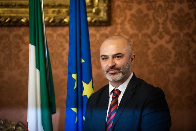 Bugani riparte, dalle ombre di Rousseau alla trasparenza di Bologna