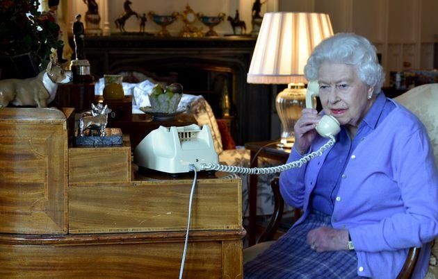 La regina Elisabetta II ha trascorso notte in ospedale