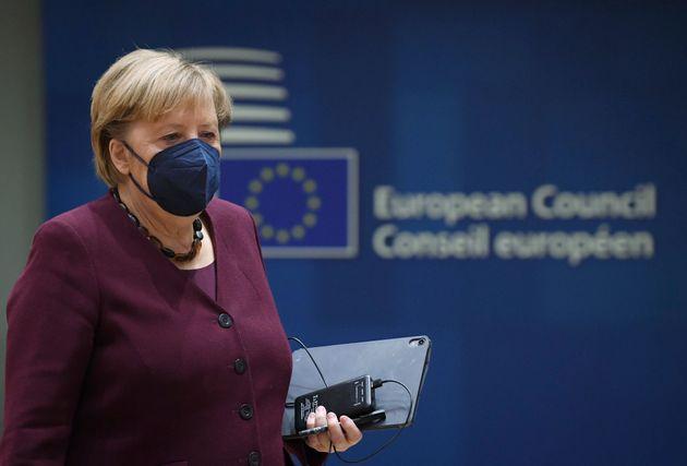 Angela Merkel ovationnée par les dirigeants européens à Bruxelles