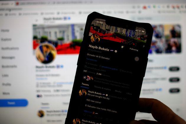 Twitter admet que ses algorithmes amplifient les politiques de droite
