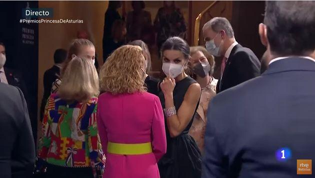 Pilar Eyre comenta el llamativo gesto que ha tenido Letizia con la reina Sofía y así lo define