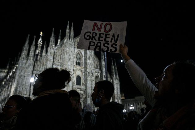 """""""Via il pass"""", torna protesta in piazza. Il no del governo"""